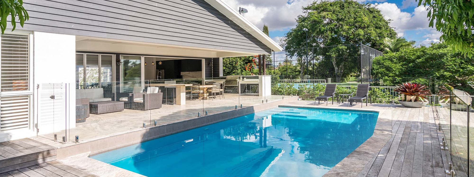Casa Royale - Broadbeach Waters - Pool and Outdoor Entertaining Area c