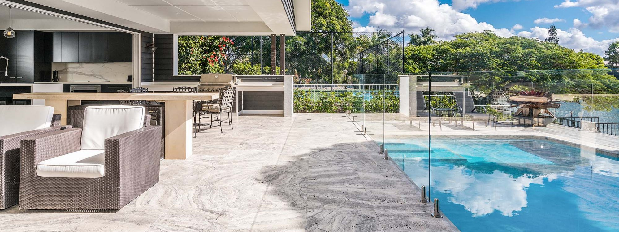 Casa Royale - Broadbeach Waters - Pool and Outdoor Entertaining Area