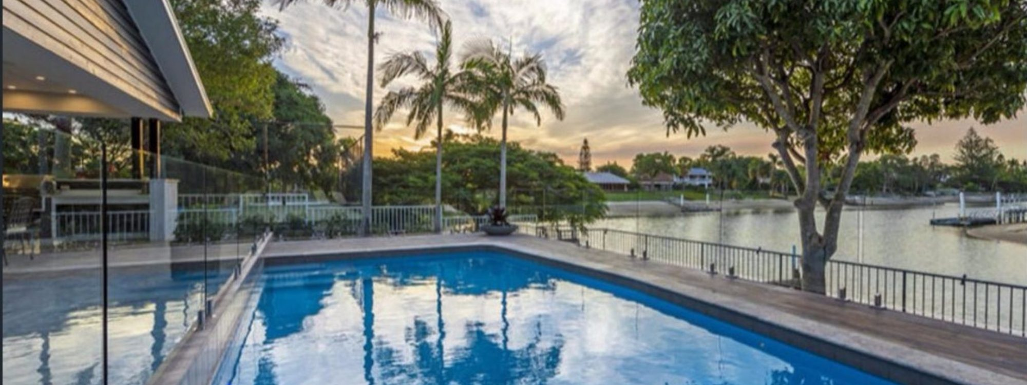 Casa Royale - Broadbeach Waters - Pool and canal view