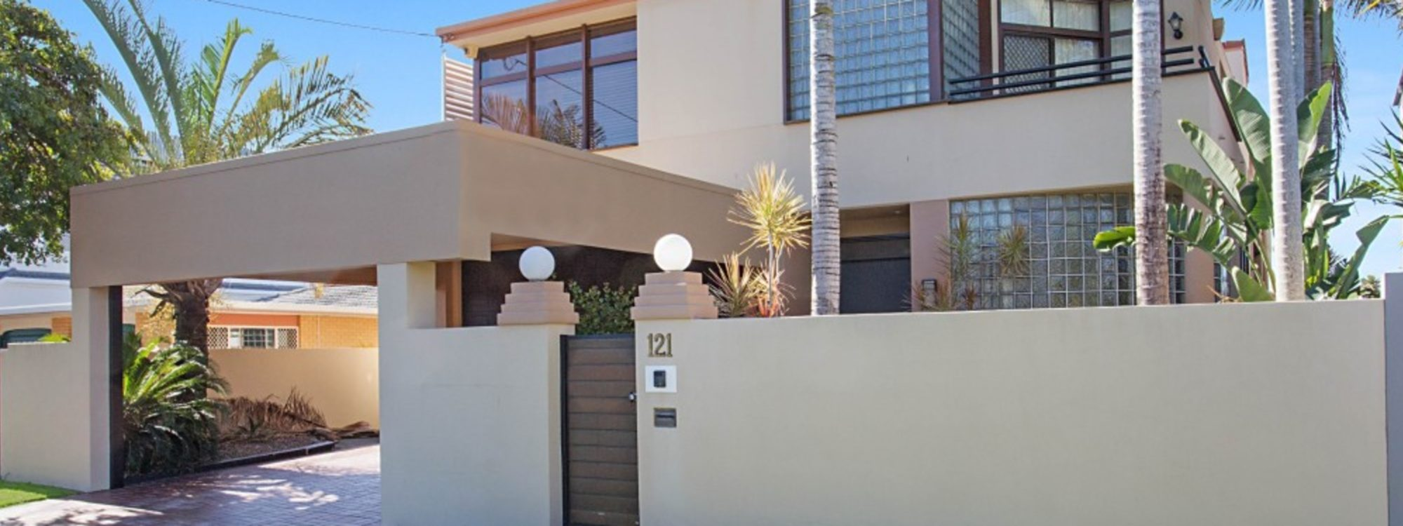 Chevron Oasis - Gold Coast - Front of the House