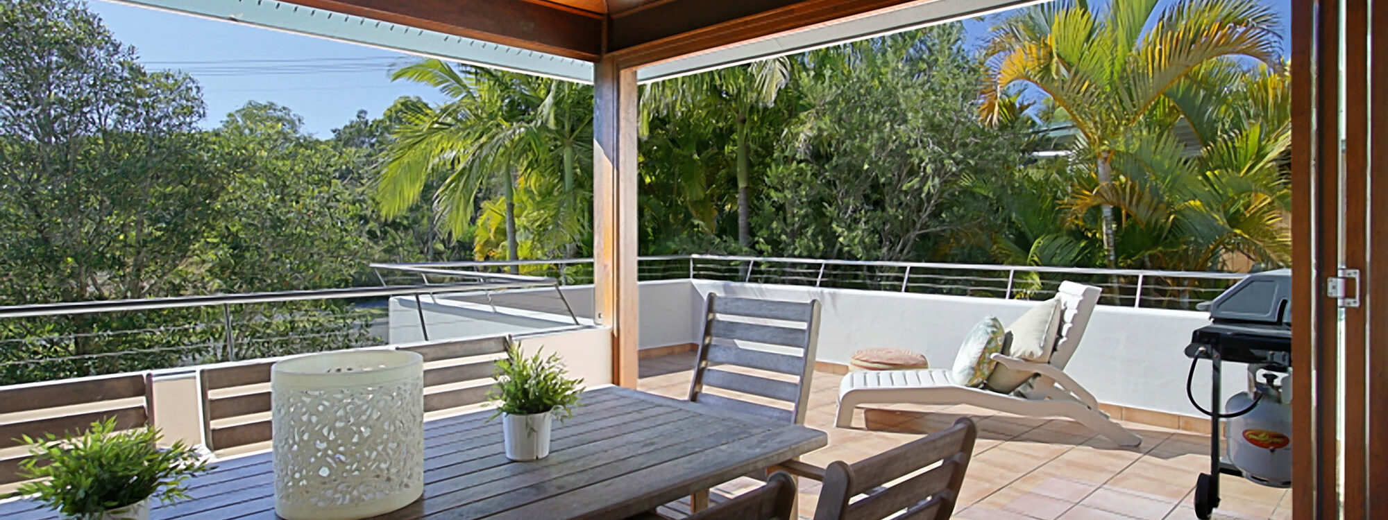 Clarkes Beach Villa - Outdoor Dining & BBQ
