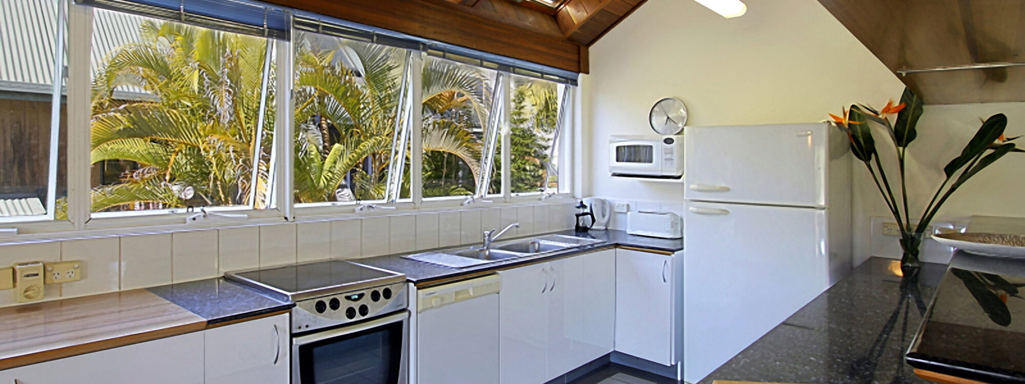 Clarkes Beach Villa - Kitchen