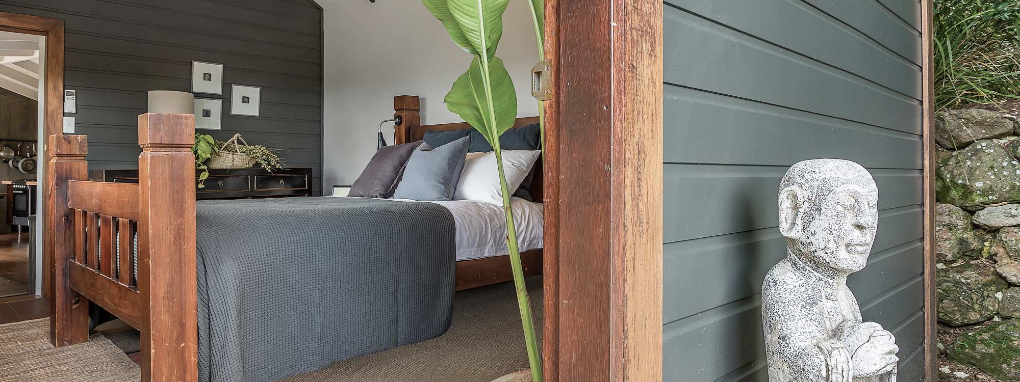 Eastern Rise Studio - Byron Bay Hinterland - Master Bedroom-2a