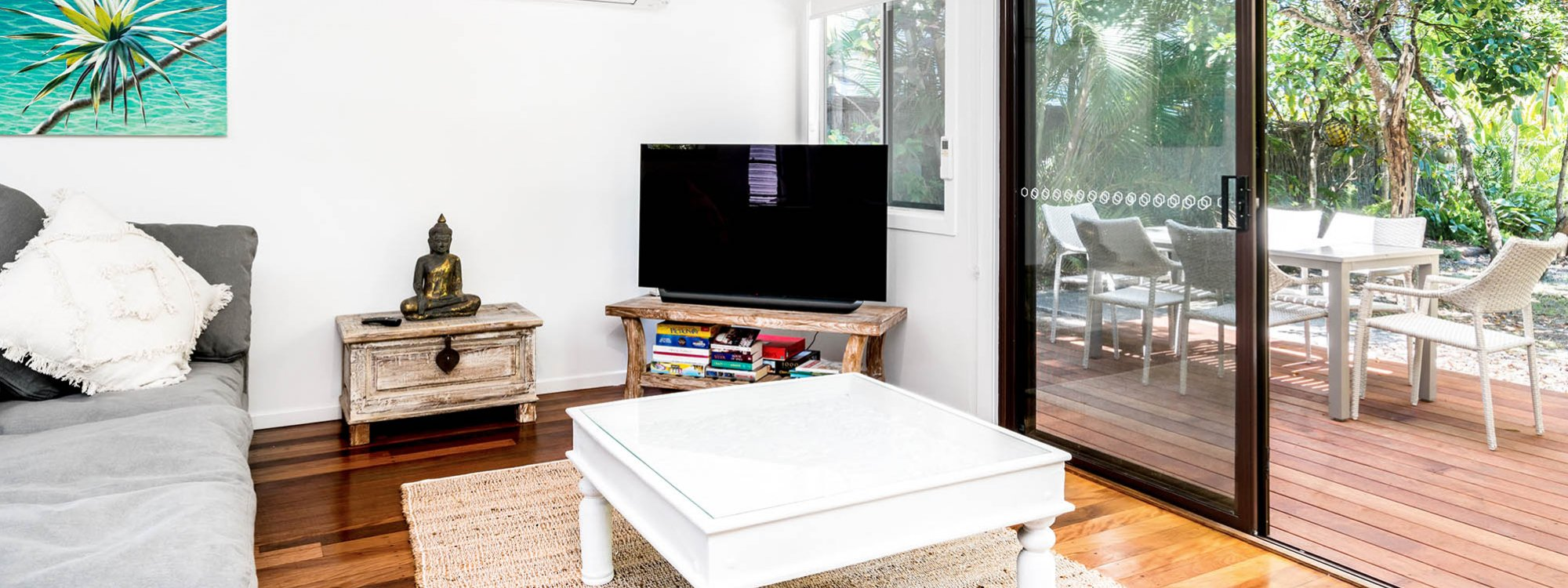 Gigis - Byron Bay - Living Area Looking Out to Rear Deck