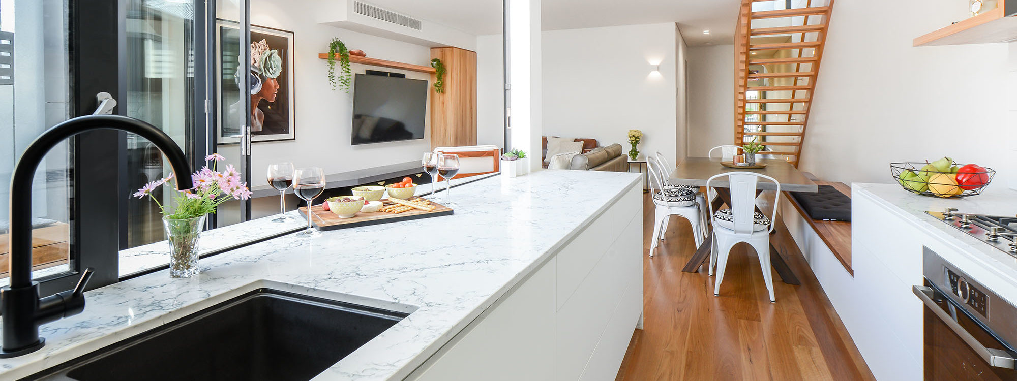 Gigis Place - South Melbourne - Kitchen to Dining Area