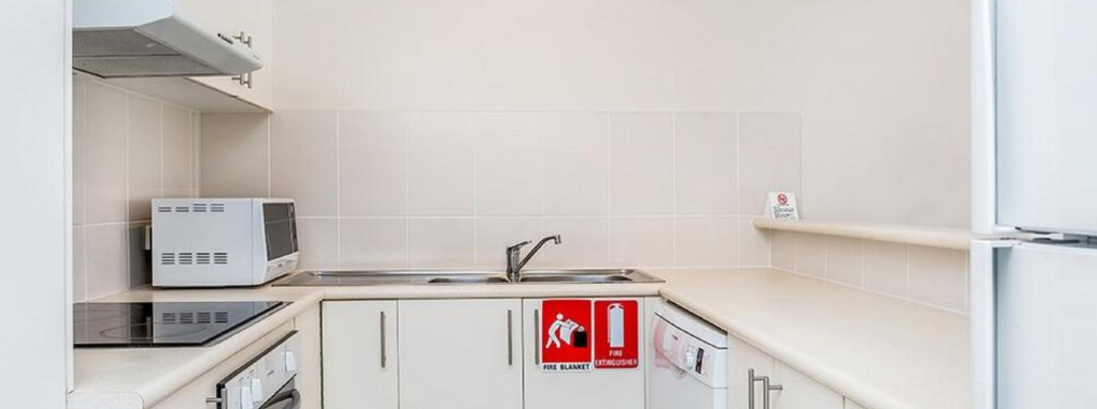 Heathers Hideaway - Byron Bay - Kitchen