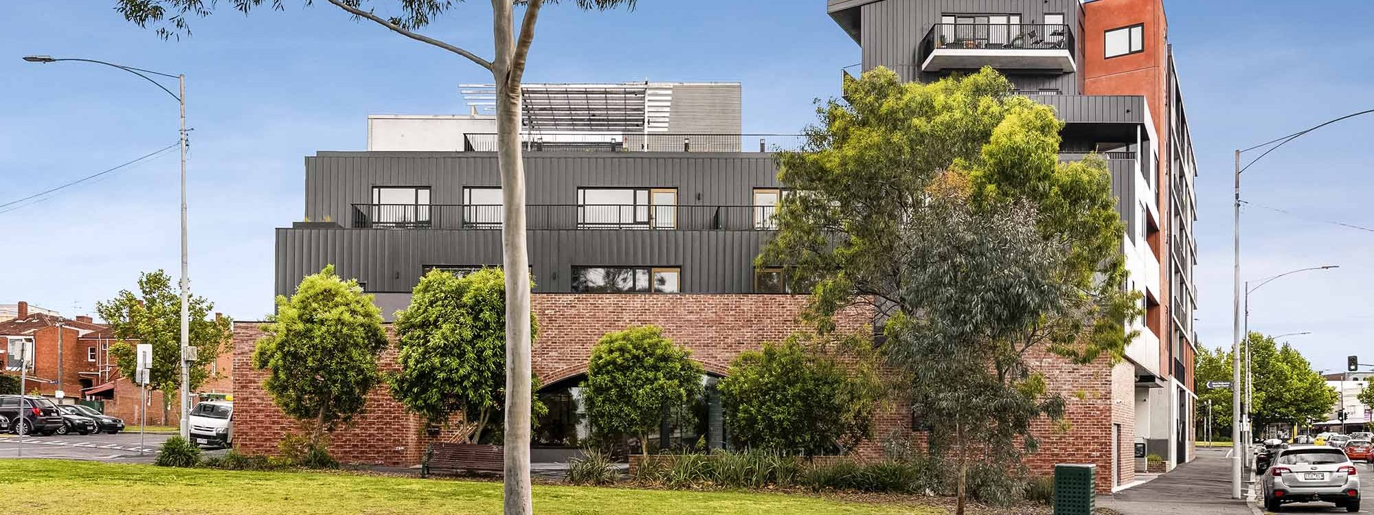 Highviews - Melbourne - Property Side View