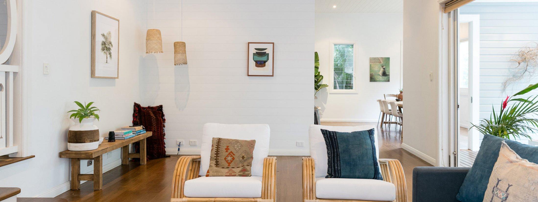 Kia Ora - Byron Bay - Lounge to kitchen and outdoor deck