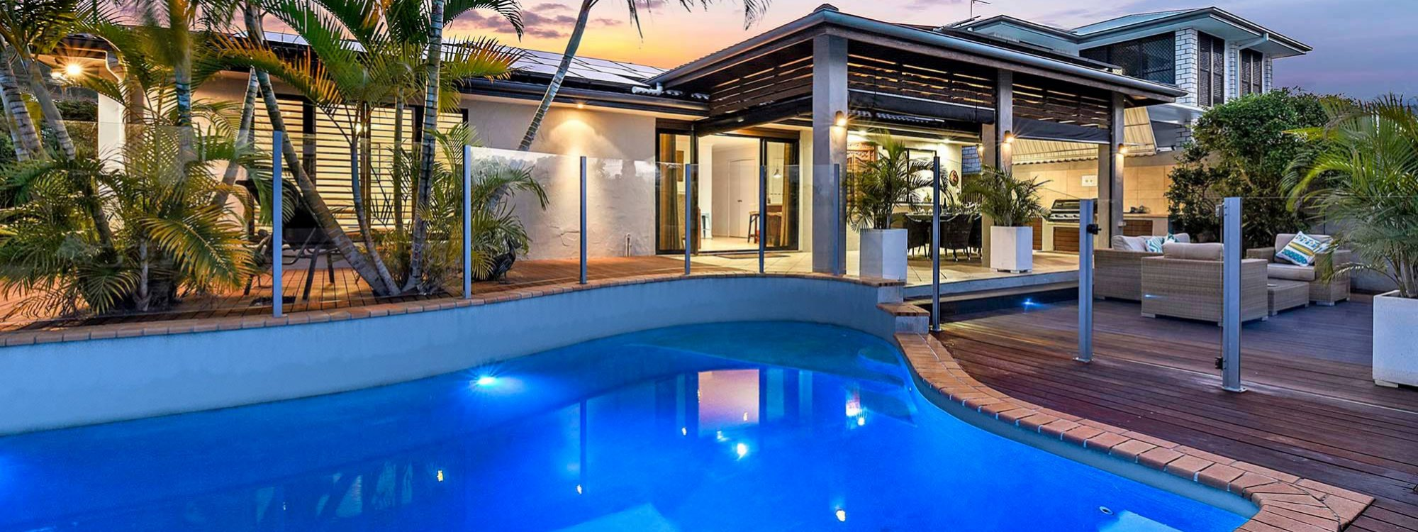 La Vida - Broadbeach Waters - Sunset View of Pool and Back of House