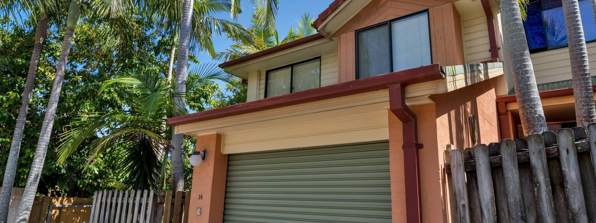 Mahogany Lodge - Byron Bay - two storey villa with single lock up garage