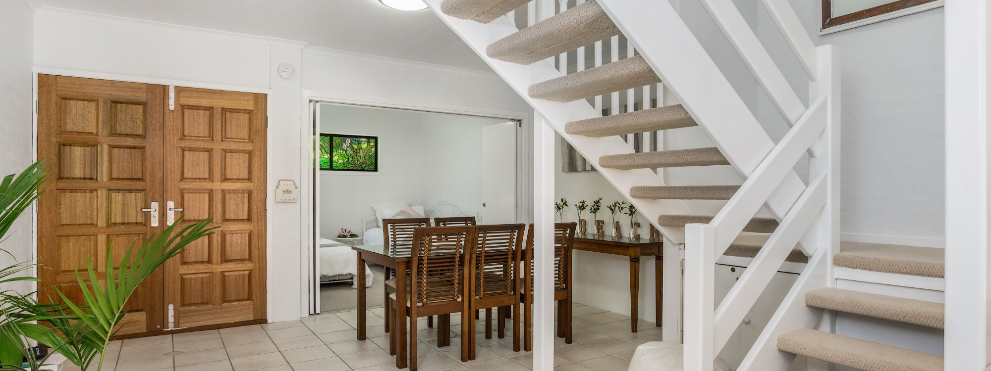 Mango Tree - Byron Bay - Dining table and stairs