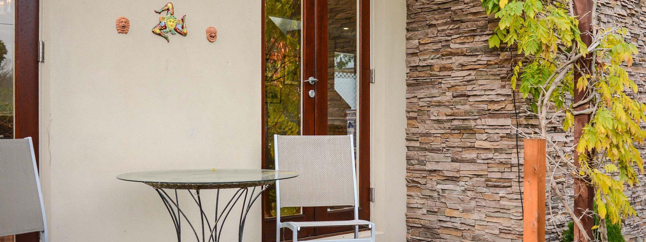 Maple on Kent - Glen Iris - Outdoor Porch Seating