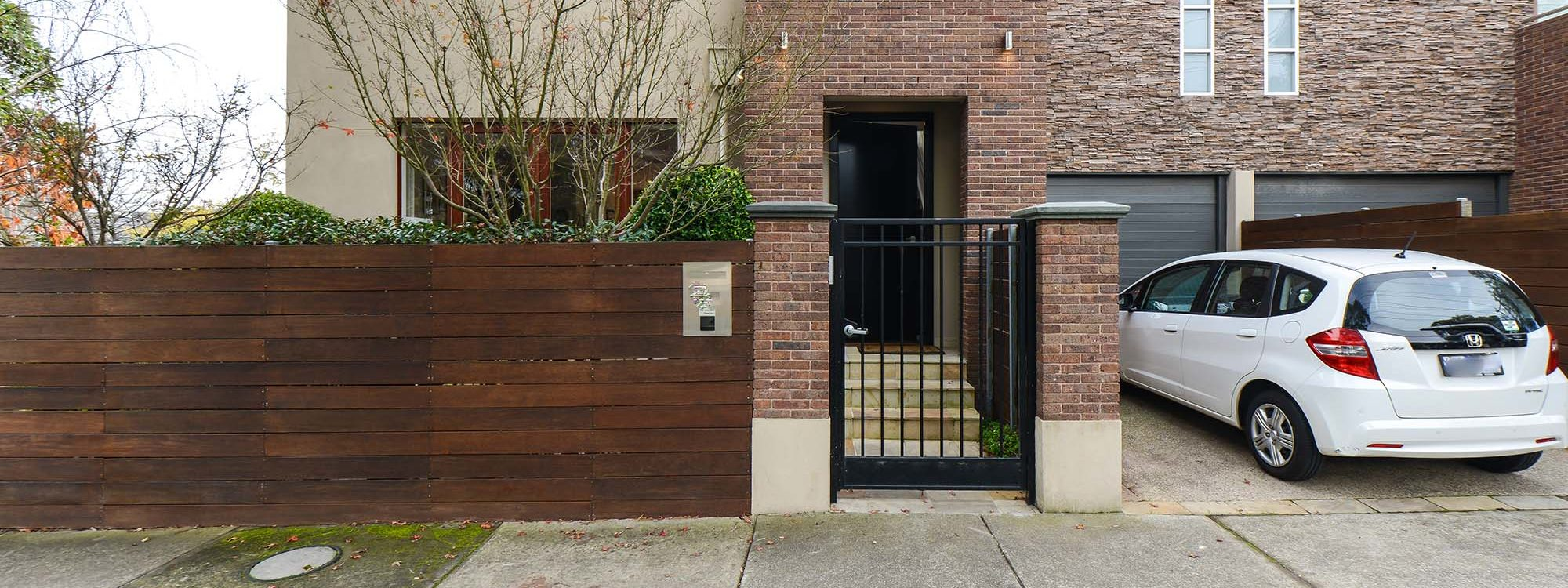 Maple on Kent - Glen Iris - Property Entrance Garage