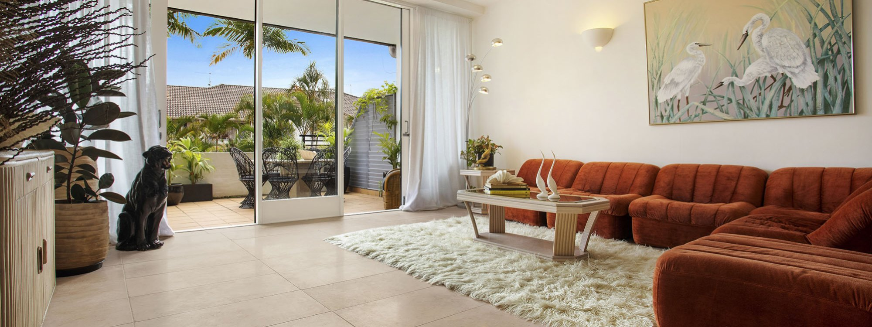 Night Palm Villa - Byron Bay - Living Room b