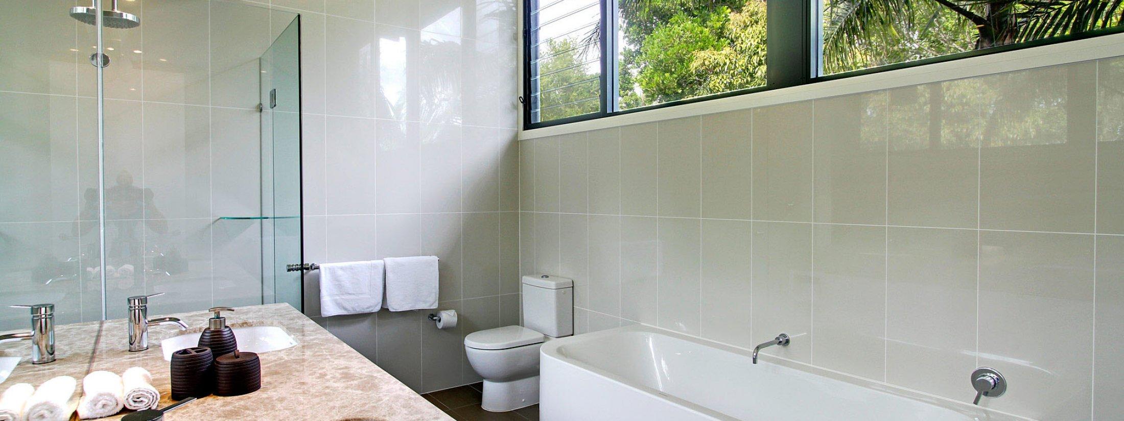 Ocean View at Kiah - Byron Bay - Bathroom Master b
