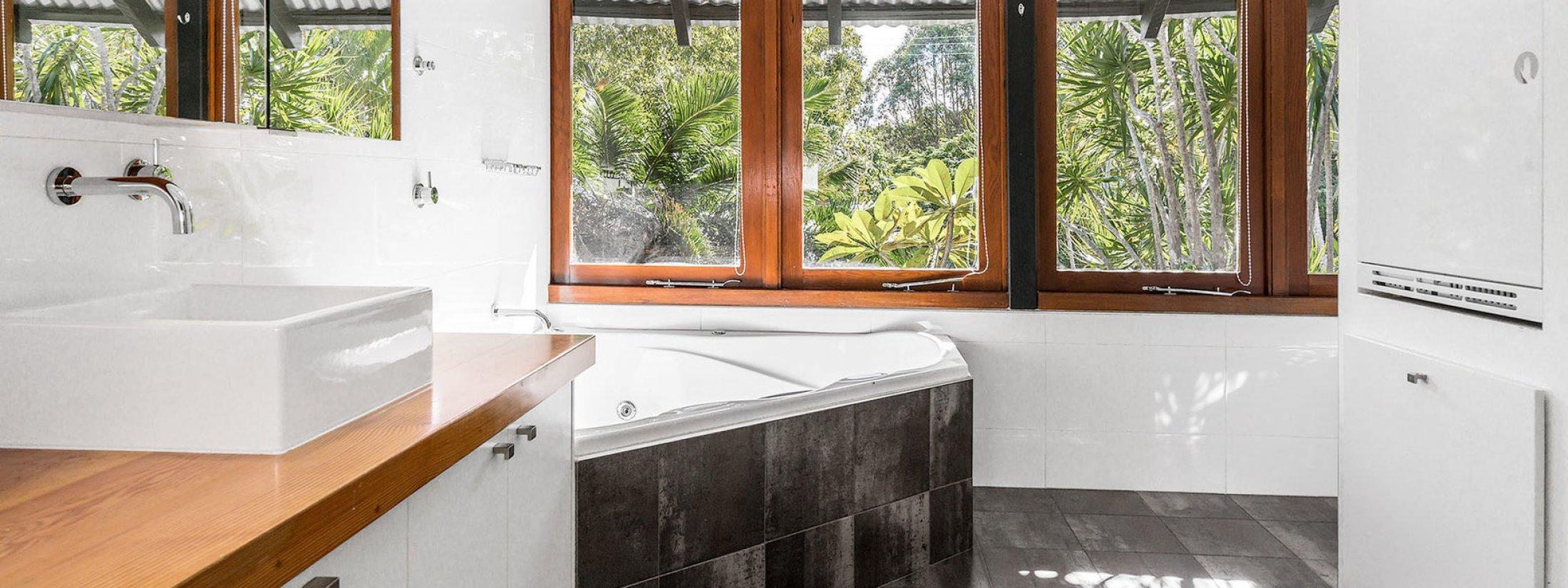 Ourmuli - Byron Bay - Shared Bathroom and Laundry b