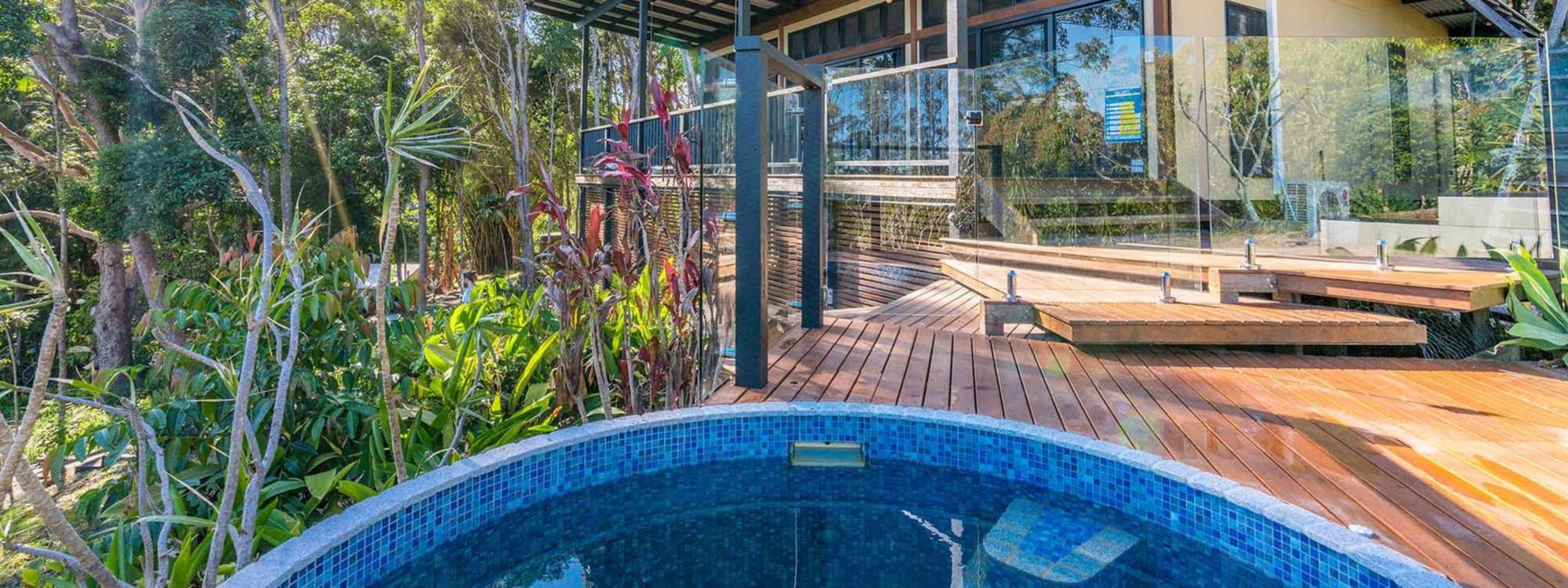 Ourmuli Cabin - Byron Bay - Front of The House and Pool