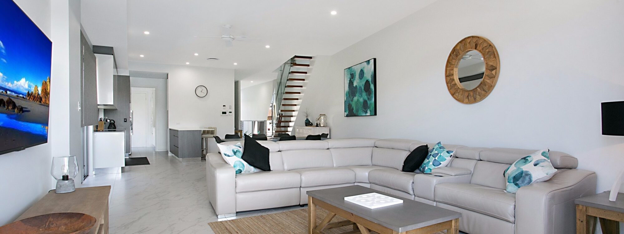 Pacific Breeze - Broadbeach - Open plan living