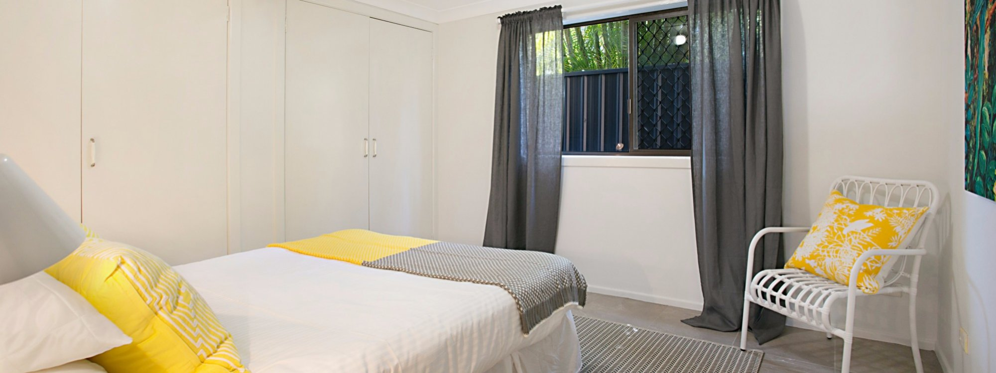 Petrel By The Sea - Nobby's Beach - Bedroom 1