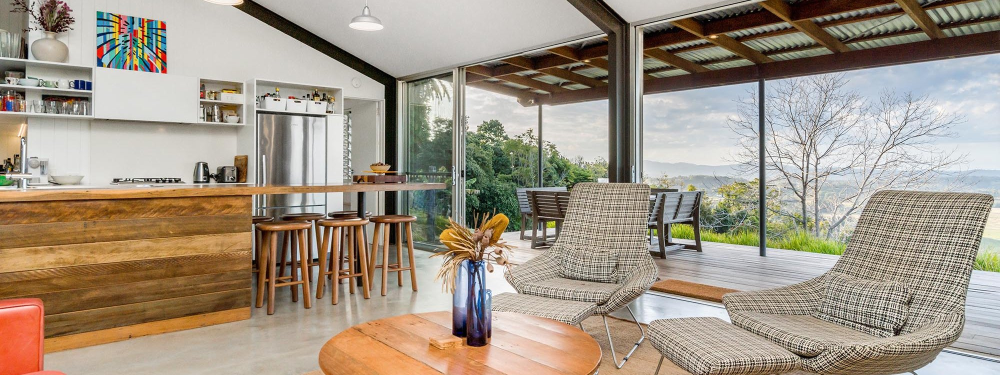 Possum Shoot Shed - Byron Bay - Living and Kitchen c