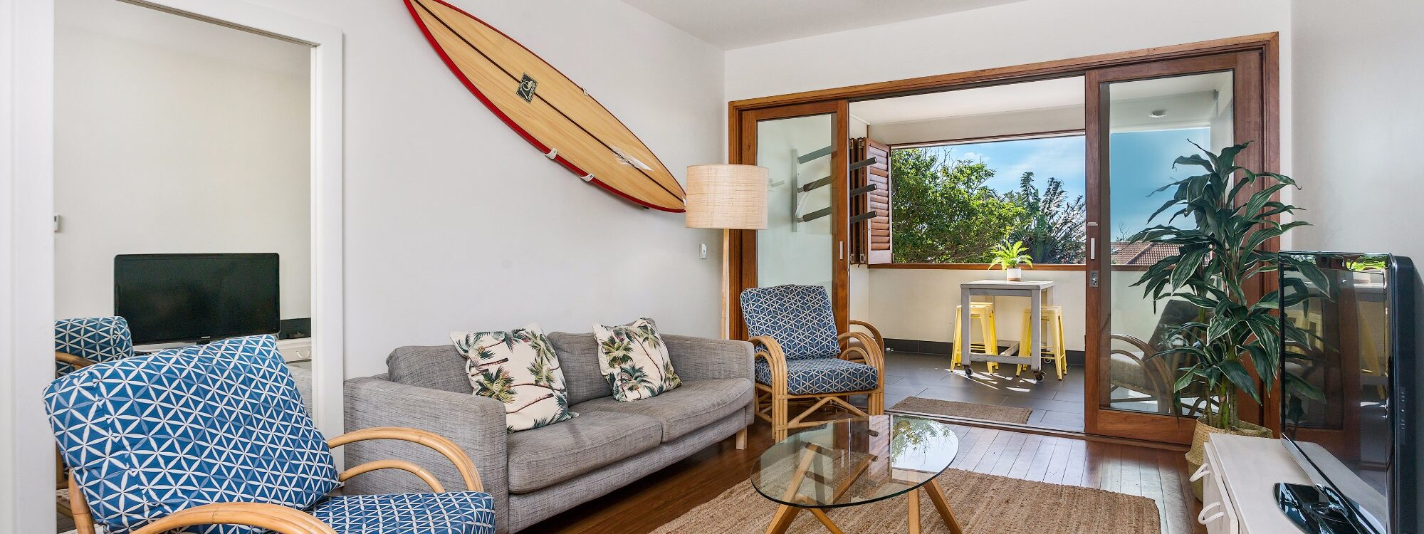 Quiksilver Apartments - The Pass - relaxing lounge
