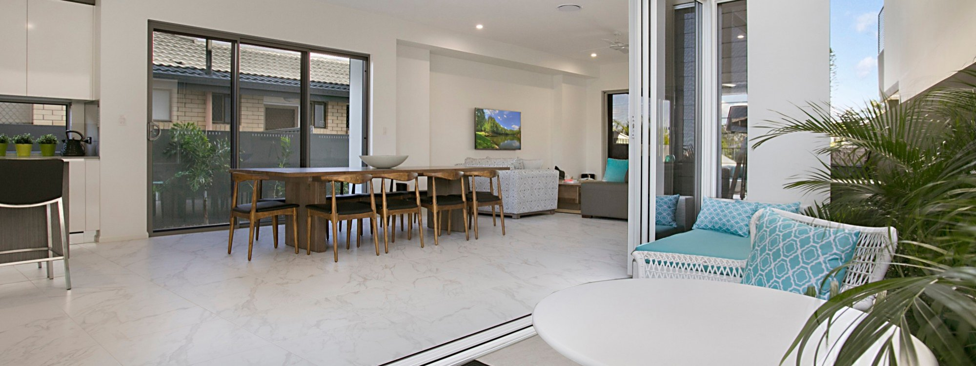 Ray Of Sunshine - Broadbeach Waters - Open plan living area