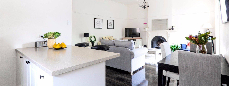 Riversdale Cottage Melbourne - Kitchen and Living