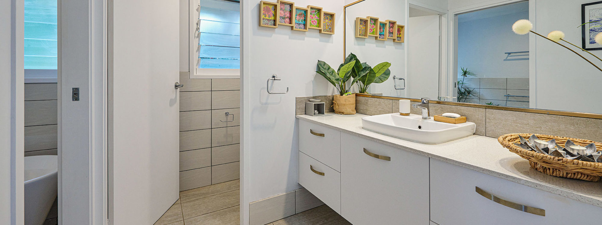 Sea Breeze - Lennox Head - Upstairs Bathroom b