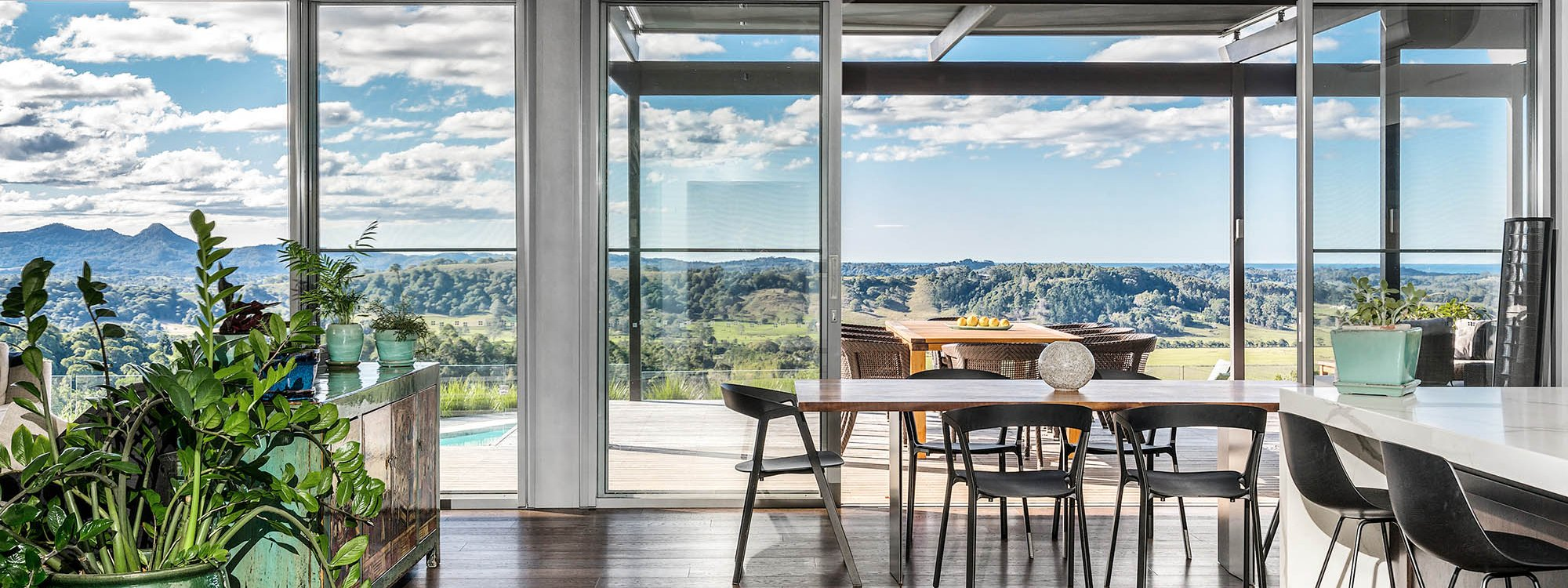 Summer Breeze - Byron Bay - Kitchen and Living b