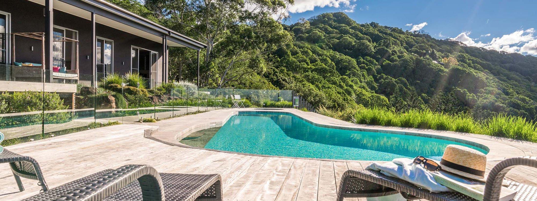 Summer Breeze - Byron Bay - Pool and House b