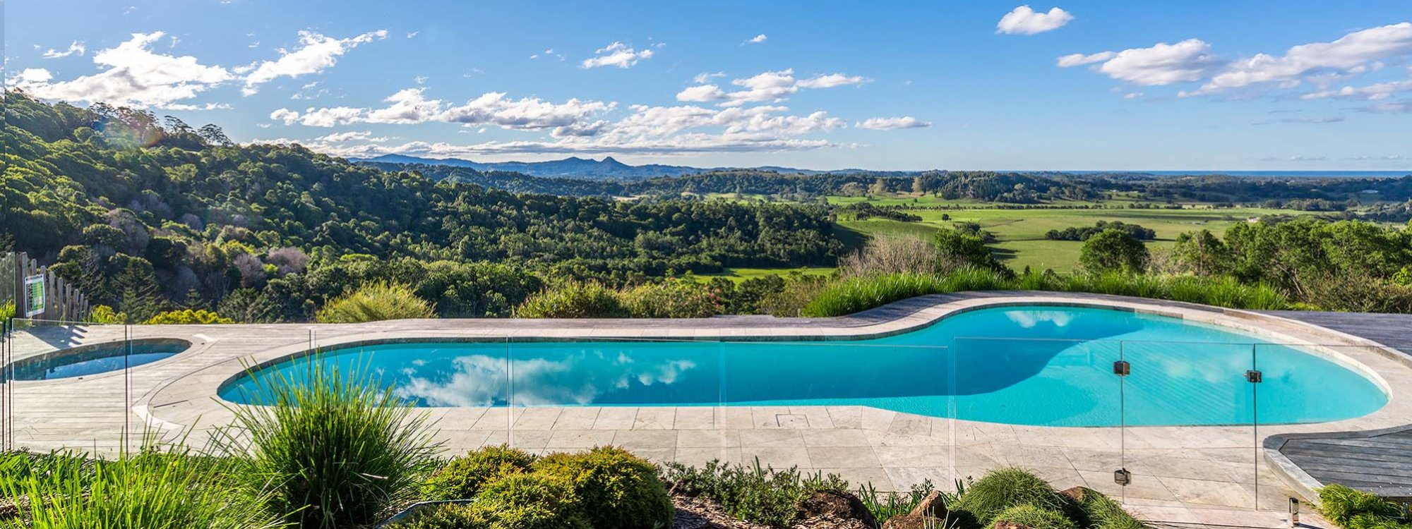 Summer Breeze - Byron Bay - Pool and View c