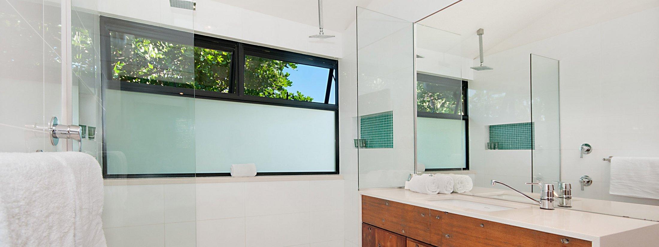 The Hawk - Wategos Byron Bay - Bathroom Ensuite Upstairs