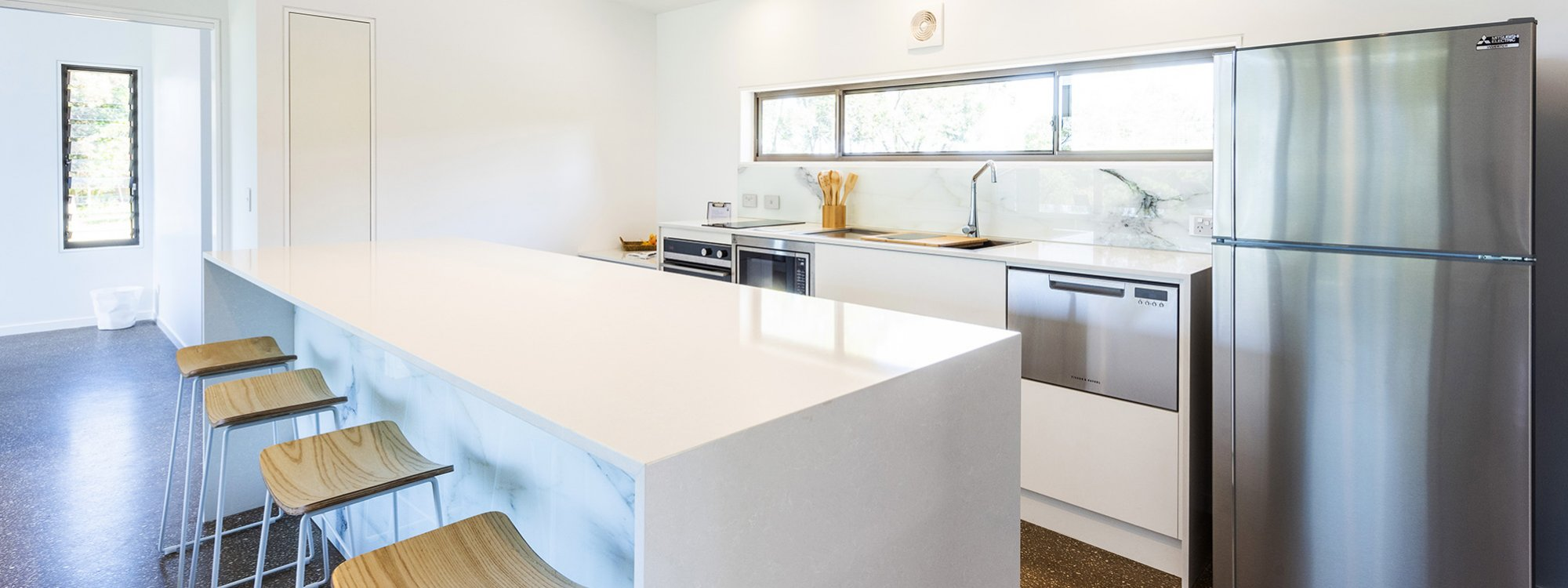 Toad Hall Cottage - Lennox Head - Kitchen