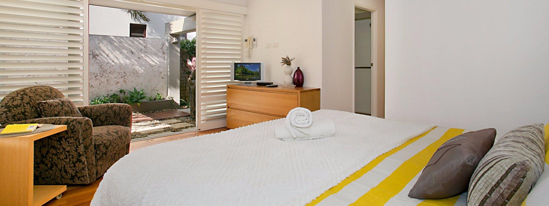 Toby's Beach House - Mermaid Beach - Master Bedroom