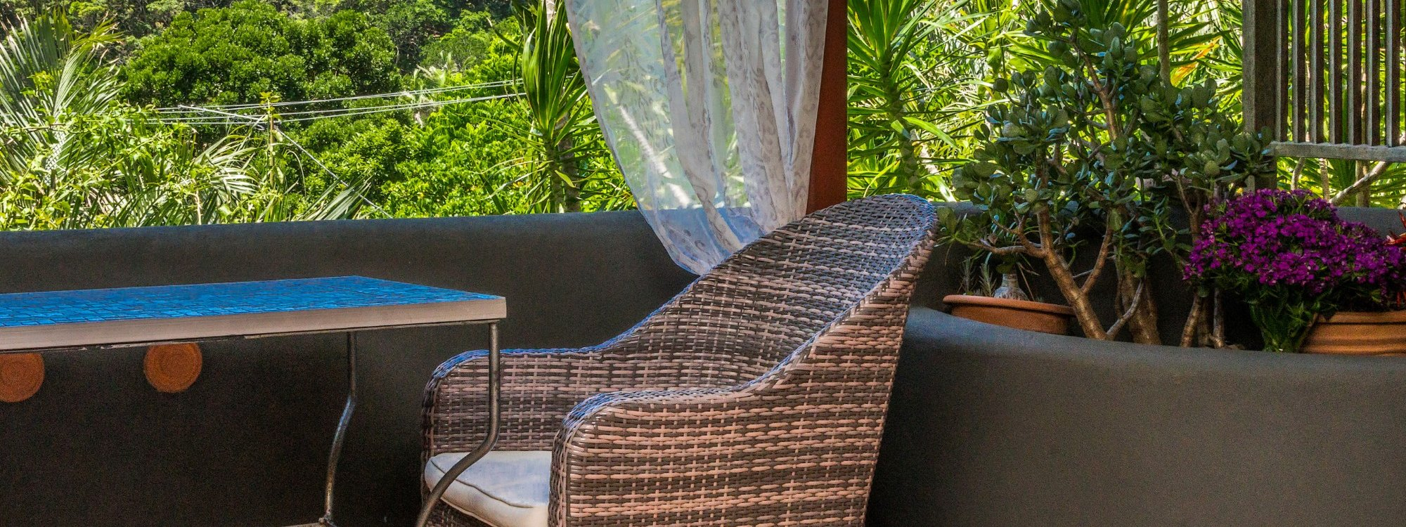 Wategos Retreats - Wategos Beach - Byron Bay - Studio balcony and bush views
