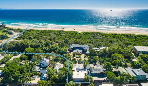 Cavvanbah Seaside Cottage - Byron Bay - Aerial towards beach border