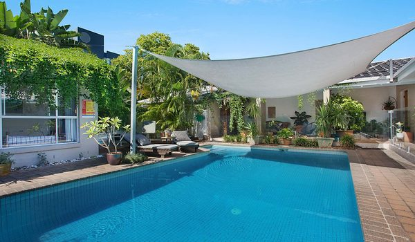 Surfers Paradise Retreat - Gold Coast - Pool