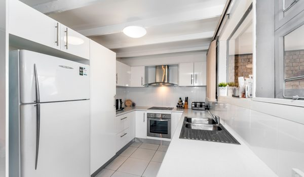 Villa on the Boulevard - Hooker Boulevard, Broadbeach - Kitchen