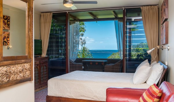 Wategos Retreats - Wategos Beach - Byron Bay - Studio bed and views