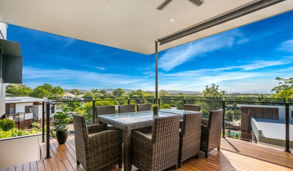 Wollumbin Haus - Byron Bay - huge spacious deck